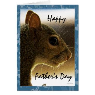 Saludo gris feliz de la ardilla del día de padre tarjeta de felicitación