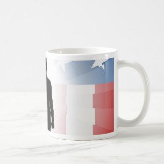 Saludo patriótico del soldado tazas de café