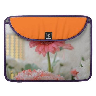 Saludos bonitos de la flor fundas macbook pro