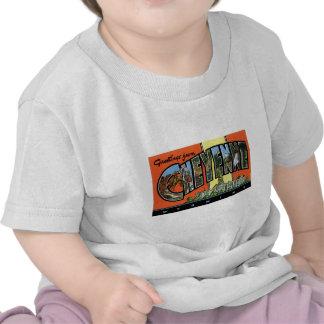 ¡Saludos de Cheyenne Wyoming Postal del vintage Camisetas