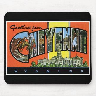 ¡Saludos de Cheyenne, Wyoming! Postal del vintage Alfombrillas De Ratón