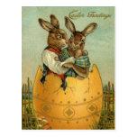 Saludos de Pascua del vintage, conejitos en un hue Tarjetas Postales