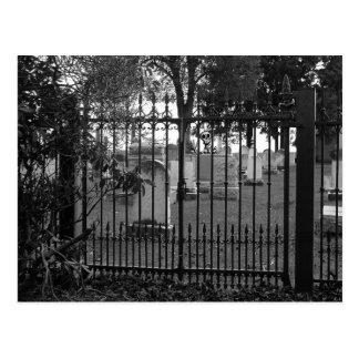 ¡Saludos del cementerio - Postal 1