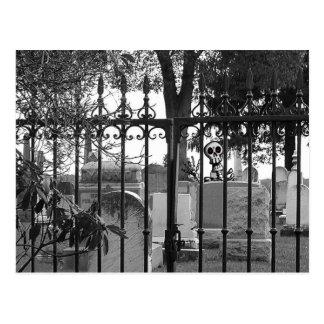 ¡Saludos del cementerio - Postal 3