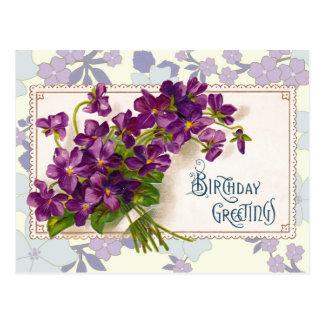 Saludos del cumpleaños con las violetas postal