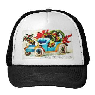 Saludos del navidad con un coche lleno de leav san gorra