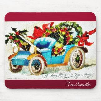 Saludos del navidad con un coche lleno de leav san tapetes de raton