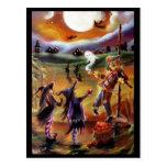 Saludos, espantapájaros y amigos de Halloween Tarjetas Postales