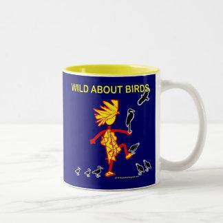 Salvaje sobre diseños de los pájaros taza de dos tonos