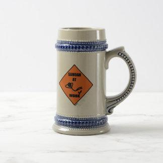 Samoano en el trabajo jarra de cerveza