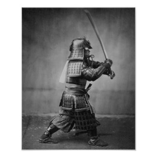 Samurai Brandishing su espada - historia japonesa Póster