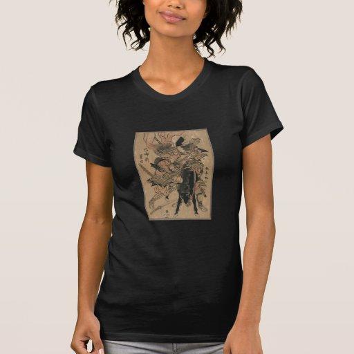 Samurai de sexo femenino potente que derrota al t-shirt