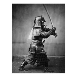 Samurai del vintage con la espada y la daga postal