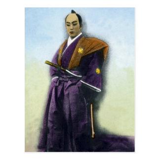 Samurai del vintage y mano de la espada coloreada tarjetas postales