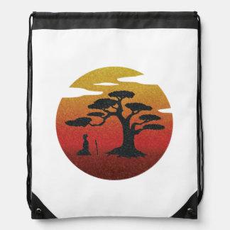 Samurai en la mochila del lazo del árbol de la