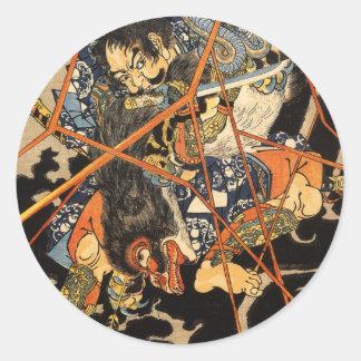 Samurai que ataca al monstruo etiquetas redondas