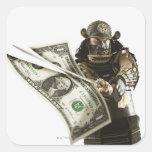 Samurai que corta el billete de dólar con la calcomanias cuadradas