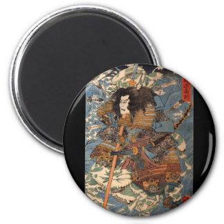 Samurai que practica surf en las partes posteriore imanes de nevera