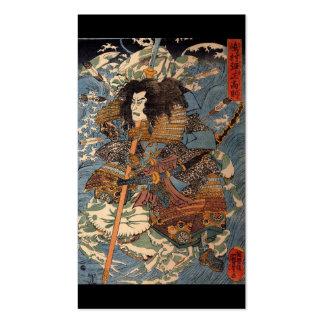 Samurai que practica surf en las partes posteriore plantilla de tarjeta de negocio