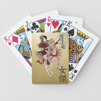 Samurai y heroína de la mujer en escritura del barajas de cartas