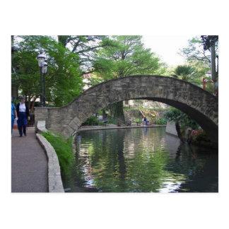 San Antonio tiende un puente sobre Riverwalk Tarjeta Postal