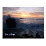 San Diego agita en la puesta del sol Tarjeta Postal