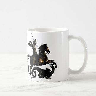 San Jorge que mata el dragón Taza Básica Blanca