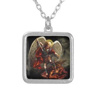 San Miguel el arcángel Colgante Cuadrado