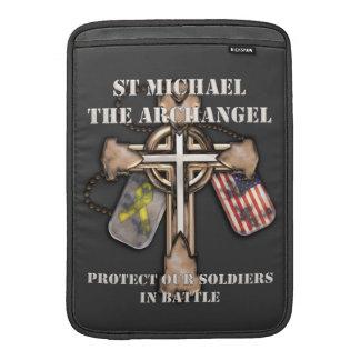 San Miguel el arcángel - proteja a nuestros soldad Funda Para Macbook Air