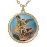 San Miguel el collar del arcángel