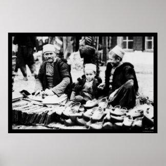 Sandalia que vende en Albania 1923 Póster