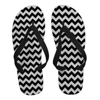 Sandalias blancos y negros del flip-flop del model