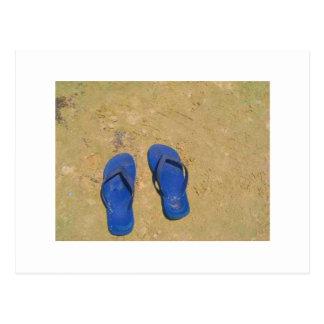 Sandalias en la arena tarjetas postales