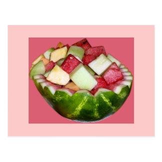 Sandía brillante de la ensalada de fruta en rosa postal