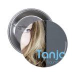 """Sängerin Tanja mit ihrer CD """"Traumhaut"""" Button"""