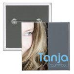 """Sängerin Tanja mit ihrer CD """"Traumhaut"""" Button 2"""
