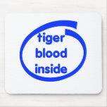 Sangre del tigre dentro tapete de raton