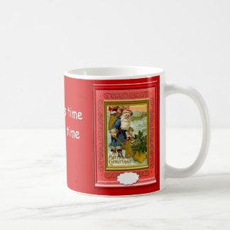 ¡Santa adorna su casa también! Taza Clásica