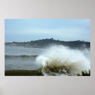 Santa Barbara, practicando surf Póster