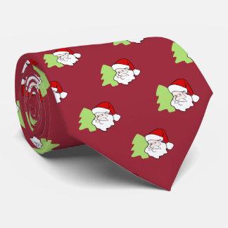 Santa con el modelo del árbol de navidad corbata