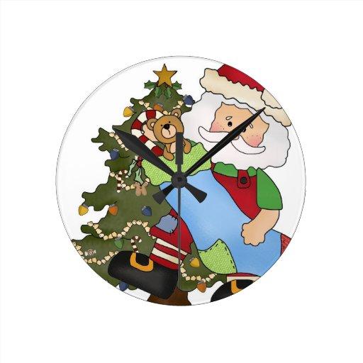 Santa con el oso del árbol de la media relojes