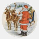 Santa con su reno etiqueta redonda