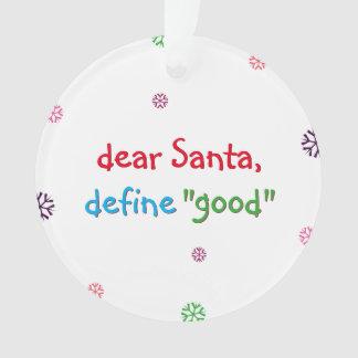 Santa define el buen ornamento del árbol de
