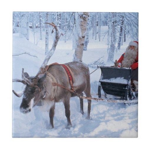 Santa en su trineo azulejo cuadrado pequeño