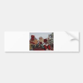 Santa en un trineo etiqueta de parachoque