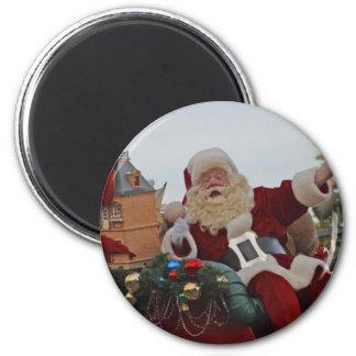 Santa en un trineo imán redondo 5 cm