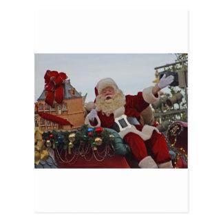 Santa en un trineo postales