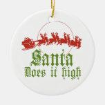 Santa lo hace alta camiseta adorno de navidad