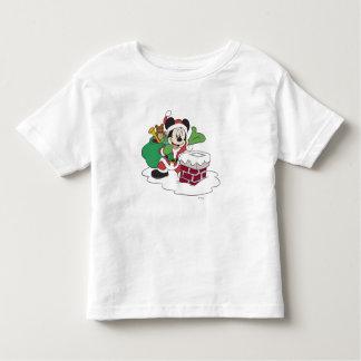 Santa Mickey que va abajo de la chimenea T Shirt