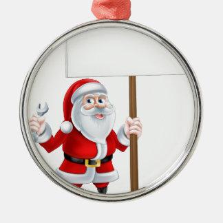 Santa que lleva a cabo la llave y la muestra adorno navideño redondo de metal